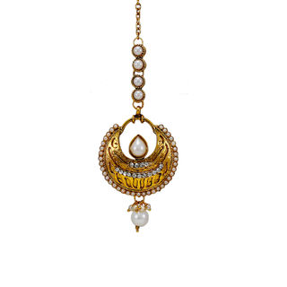 Round Shape Gold Tone Maang Tikka Adorned With Pearl